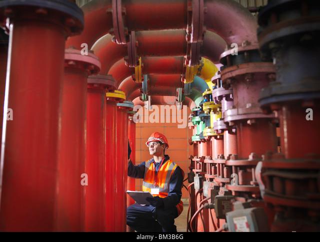 Arbeiter In Kohle abgefeuert Kraftwerk Stockbild