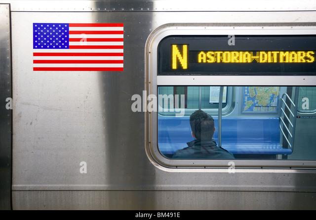 Vereinigte Staaten von Amerika, New York, New York City, Manhattan, u-Bahnstation und Bahnhof in Bewegung Stockbild