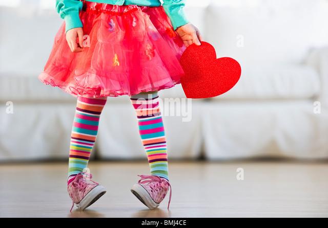 Junge Mädchen tragen bunte Strumpfhosen Stockbild