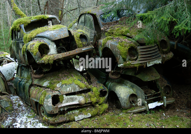 Skandinavien, Schweden, Värmland, Blick auf verlassenen Auto Stockbild