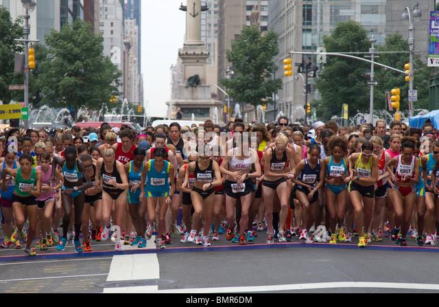 Mitbewerbern ab der Frau nur NY Mini 10K Stockbild