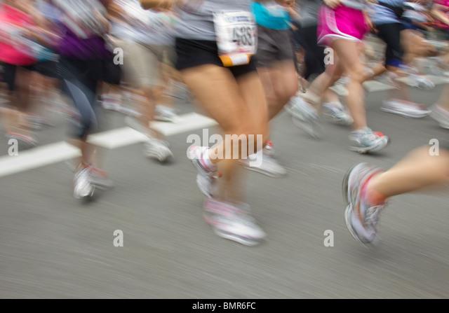 Detail der unscharfen Wirkung von der Frau nur 2010 NY Mini 10K Stockbild