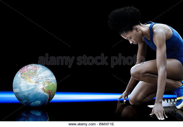 Sportlerin und Globus Stockbild