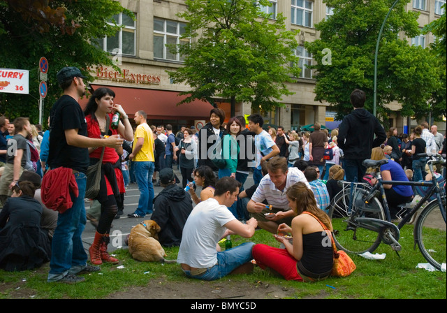 Karneval der Kulturen (Karneval der Kulturen) Straßenfest Kreuzberg Berlin Deutschland Eurore Stockbild