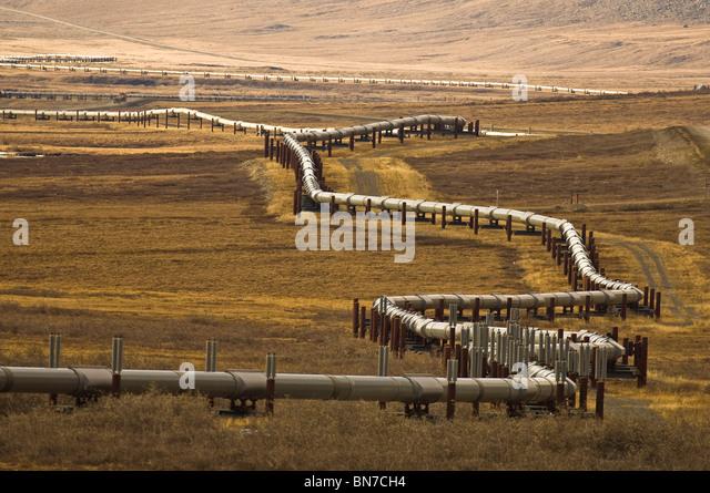 Alaska-Erdöl-Pipeline als es windet sich durch den Ausläufern nördlich von Brook Bereich nördlich Stockbild