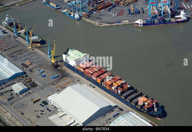 Liverpool Docks und den Fluss Mersey aus der Luft, North West England Stockbild