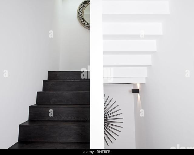 Minimalistische erschossen einer Treppe - rauf und runter Stockbild