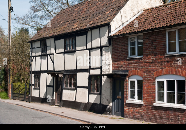 Gemischte Architekturstile in Easterton Dorf Wiltshire England UK EU Stockbild