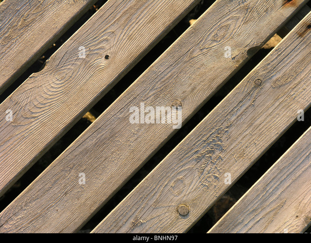 Schweden-Holzlatten Lamelle Holz Holz Dachlatte Bühne draußen im Freien zu Fuß Nahaufnahme Detail Stockbild