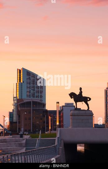 Der Hafen von Liverpool Cunard und Liver Buildings umfassen die drei Grazien Liverpool England Stockbild
