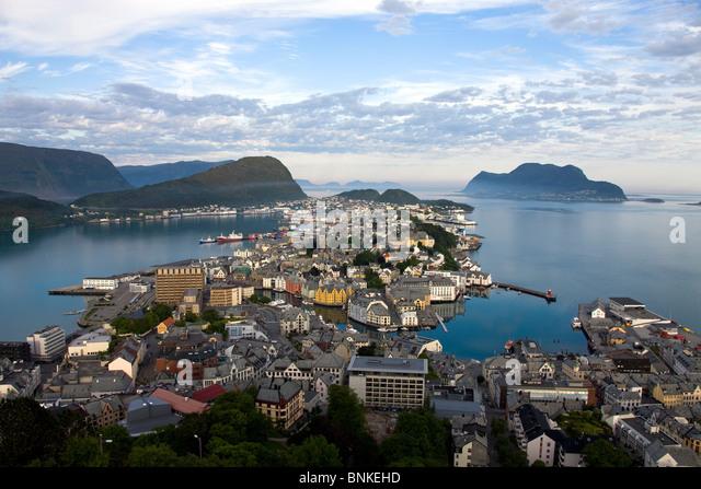 Norwegen-Skandinavien Ale sound Stadt Häuser Häuser Hafen Port Ueberischt Wasser Meer Reise Reisen Urlaubstourismus, - Stock-Bilder