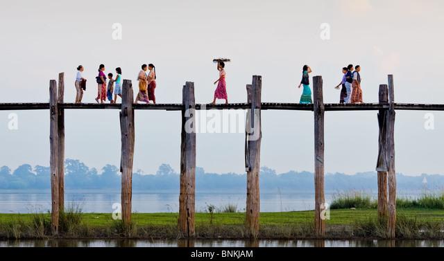 UBein Brücke über den See Thungtaman, in der Nähe von Amarapura, Birma-Myanmar Stockbild