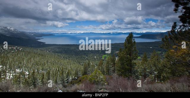 Lake Tahoe (linke Seite des Sees ist Nevada und rechten Seite des Sees ist Kalifornien, USA. Stockbild