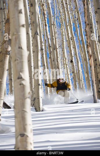 Mann, Skifahren in Aspen, Colorado. Stockbild