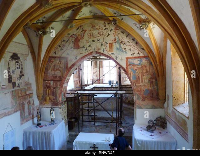 Slowenien - Bohinj. Mittelalterliche Wandmalereien in der Kirche des Hl. Johannes des Täufers wiederhergestellt Stockbild
