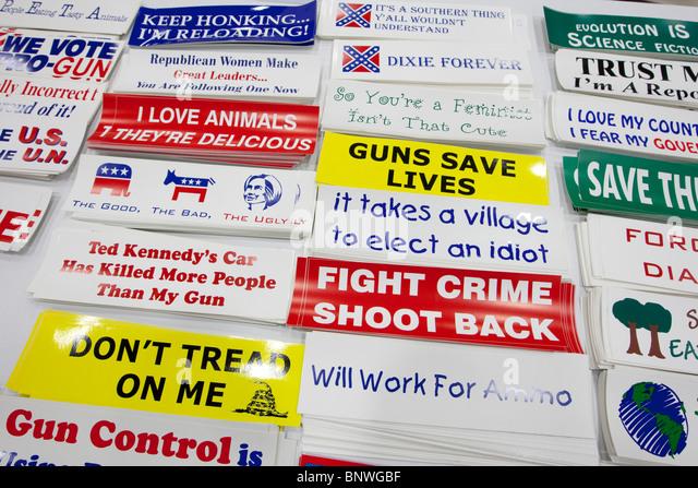 Autoaufkleber mit konservativen politischen Ideen auf dem Display auf der Messe zeigen bei der Texas Republican Stockbild