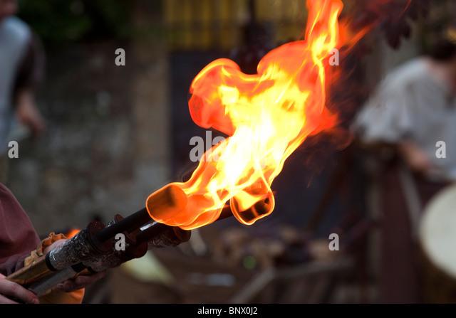 Mittelalterliche Feuer Fackel während des Festivals von Rodemack Stockbild