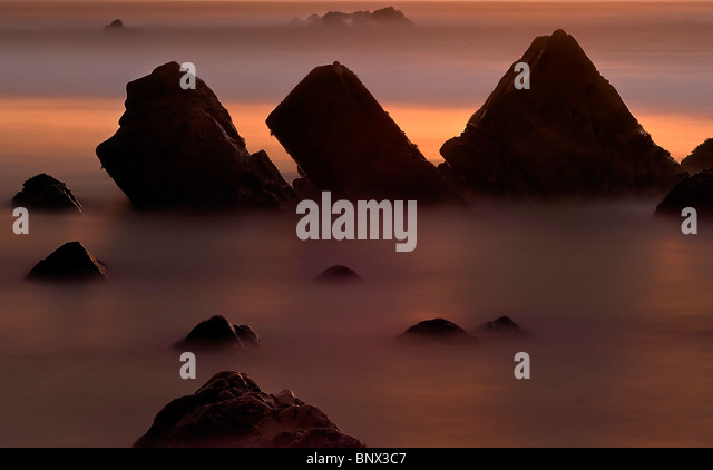 Eine Langzeitbelichtung verleiht eine seidige Textur diesem Ozean Szene bei Sonnenuntergang, Garapatta Beach, Garapatta Stockbild