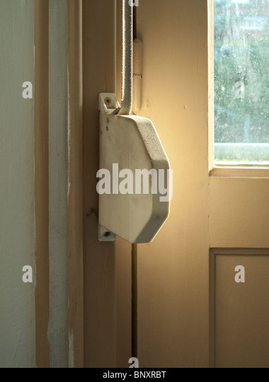 """Französisch """"Rollo"""" Montage Tür Stockbild"""