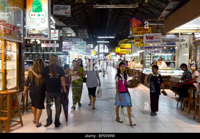 Schmuck-Gang an Bogyoke Aung San Market, ehemals Scotts Market, Yangon, Mmanmar Stockbild