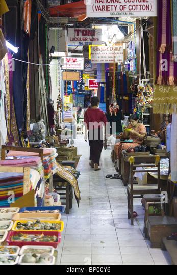 Stände in Bogyoke Aung San-Markt, ehemals Scotts Market, Yangon, Mmanmar Stockbild