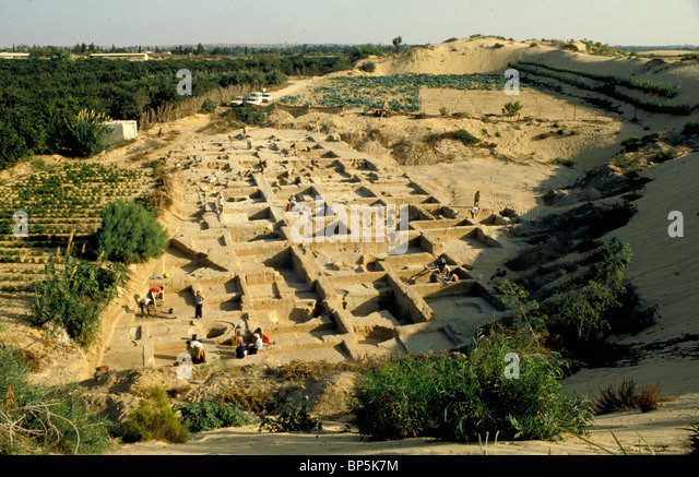 ARCHÄOLOGISCHE AUSGRABUNGEN VON ANTHROPOIDIC BESTATTUNGEN IN DEIR-EL-BALACH SÜDLICH VON GAZA. DIE WEBSITE Stockbild