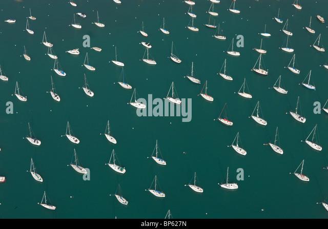 Aerial Landschaft Foto von einer Marina und Segelboote Stockbild