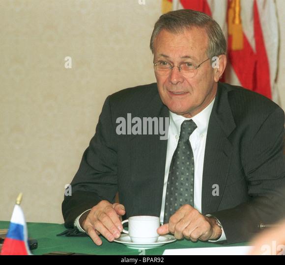 US Verteidigung-Minister Donald Rumsfeld in Moskau eingetroffen Stockbild