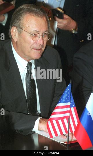 US Defence Secretary Donald Rumsfeld Gespräche mit Sergei Ivanov Stockbild