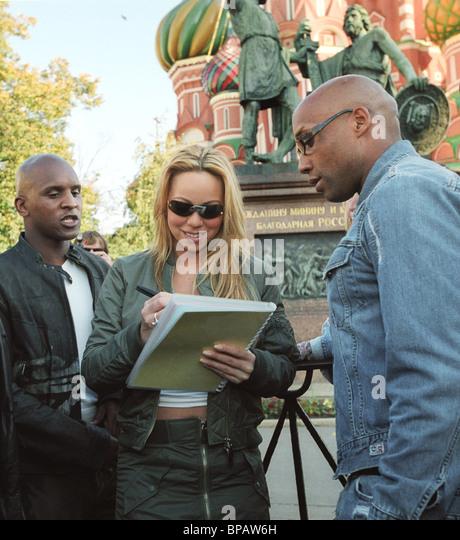Mariah Cary macht einen Spaziergang in Moskau Stockbild