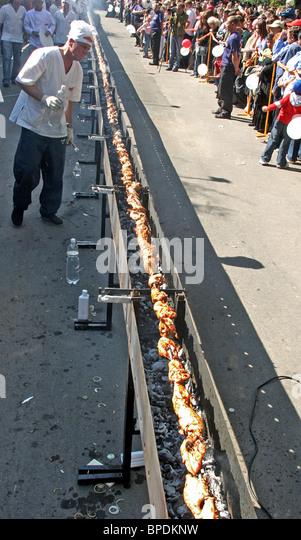 Weltweit längste Hähnchen Döner macht es ins Guinness Buch der Rekorde Stockbild