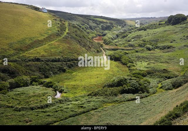 Speke Mill Valley vom Swansford Hügel mit Blick auf Docton Mill auf dem South West Coast Path in Nord-Devon Stockbild