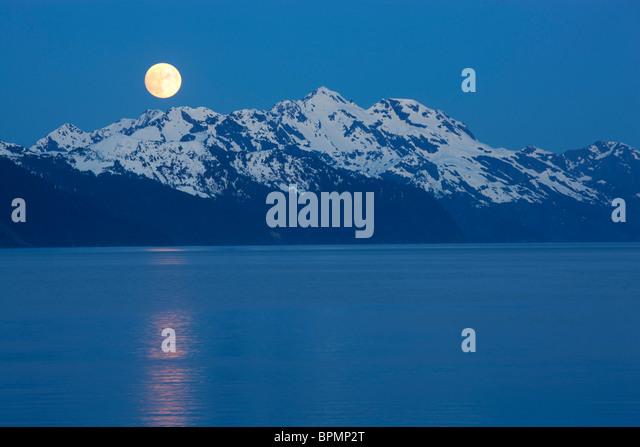 Vollmond über Resurrection Bay, Seward, Alaska. Stockbild