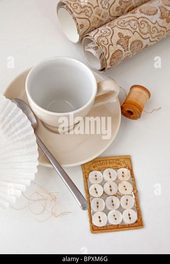 Stillleben-Szene mit Kaffee und kreative Elemente Stockbild