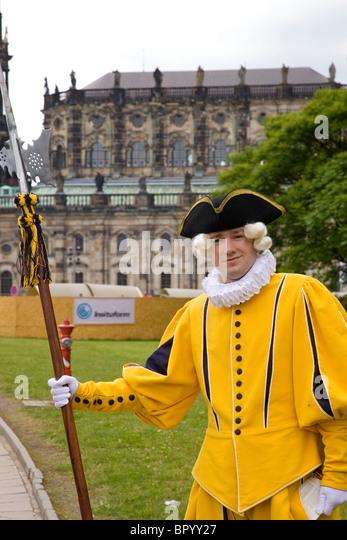Foto von einem Schauspieler verkleidet als ein deutscher Aristokrat in Dresden Stockbild