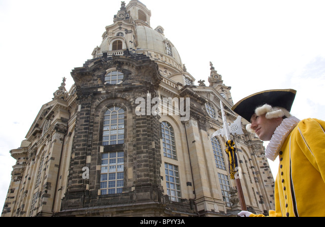Foto eines deutschen Schauspieler in den historischen Straßen von Dresden Stockbild