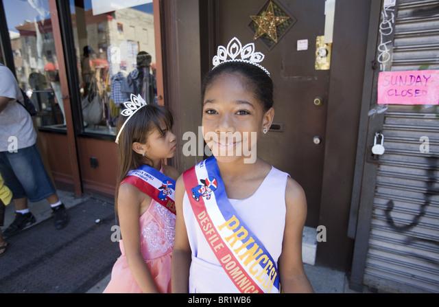 Offizielle Prinzessinnen auf der 2010 Dominikanische Parade in Brooklyn, NY. Stockbild