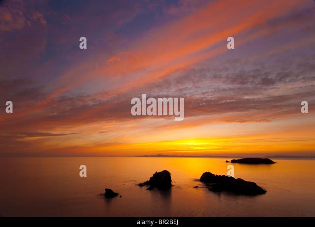 Sonnenuntergang in Rosario Strand, Deception Pass State Park, Fidalgo Island, Washington. Stockbild