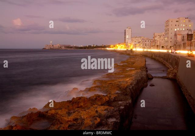 Havanna, die Hauptstadt von Kuba, in der Nacht Stockbild