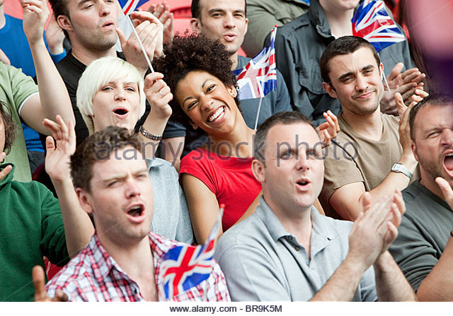 Great Britain-Fans mit Fahnen Stockbild