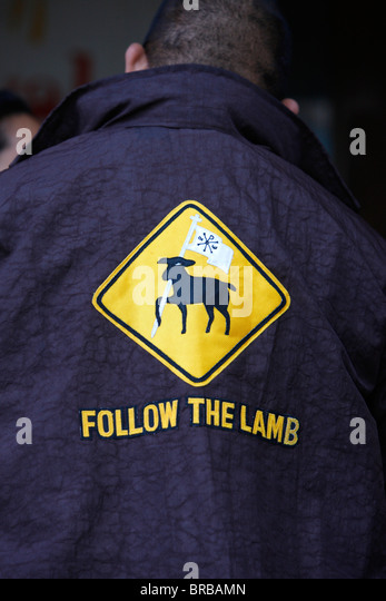 Folgen Sie dem Lamm auf einem katholischen Jacke, Sydney, New South Wales, Australien Stockbild