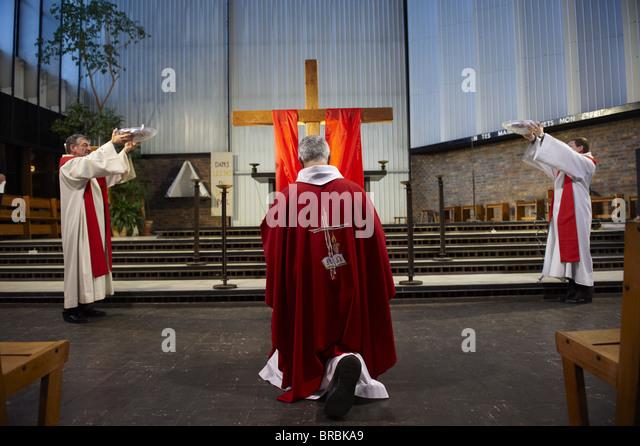 Karfreitag-Feier in einer katholischen Kirche, Paris, Frankreich Stockbild
