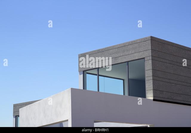moderne Häuser Architektur Zuschneiden Details blauen Himmel Stockbild
