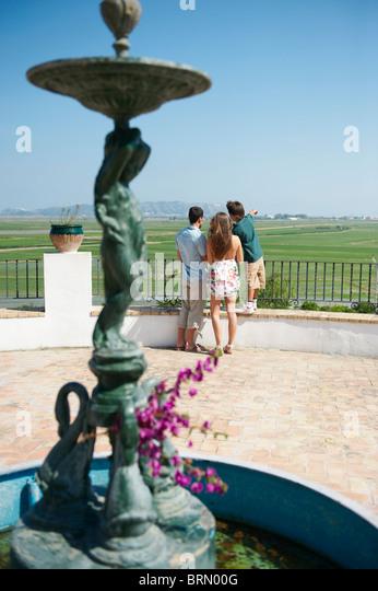 Junge Familie im Touristenattraktion Stockbild