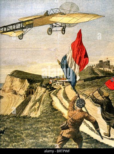 LOUIS BLÉRIOT (1872-1936) fliegt seine XI über den Klippen von Dover nach der ersten Kreuz-Kanal Flug, Stockbild