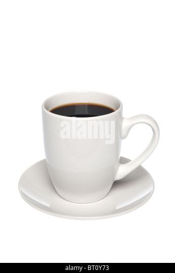 Eine Tasse heißen, schwarzen Kaffee auf eine Untertasse, isoliert auf weiss. Stockbild
