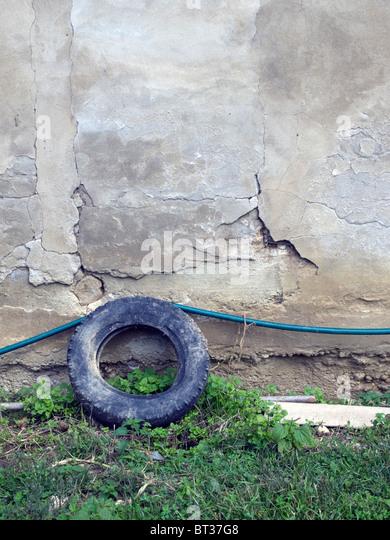 Aufgegeben von Pkw-Reifen Stockbild