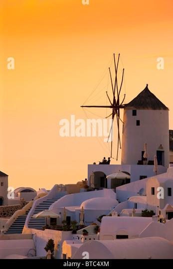 Oia Santorini Kykladen Griechenland im Abendlicht Stockbild