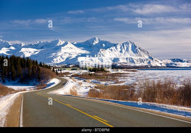Tagsüber Ansicht des Richardson Highway entlang des Flusses Delta nur bevor Sie ins Alaska Range, Alaska Interior, Stockbild
