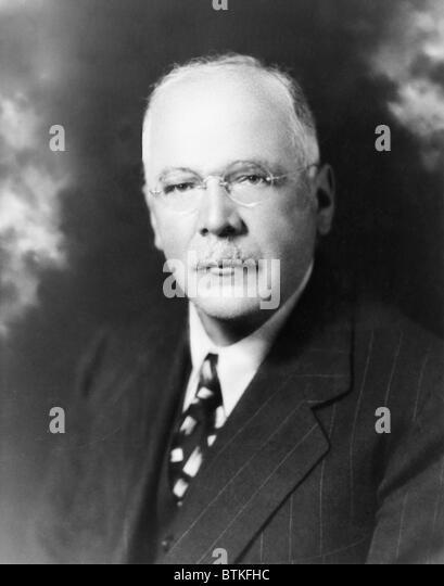 Hans von Kaltenborn (1878-1965), amerikanische Radiojournalist Analyse und Hintergrund in integriert seinen lebendigen Stockbild